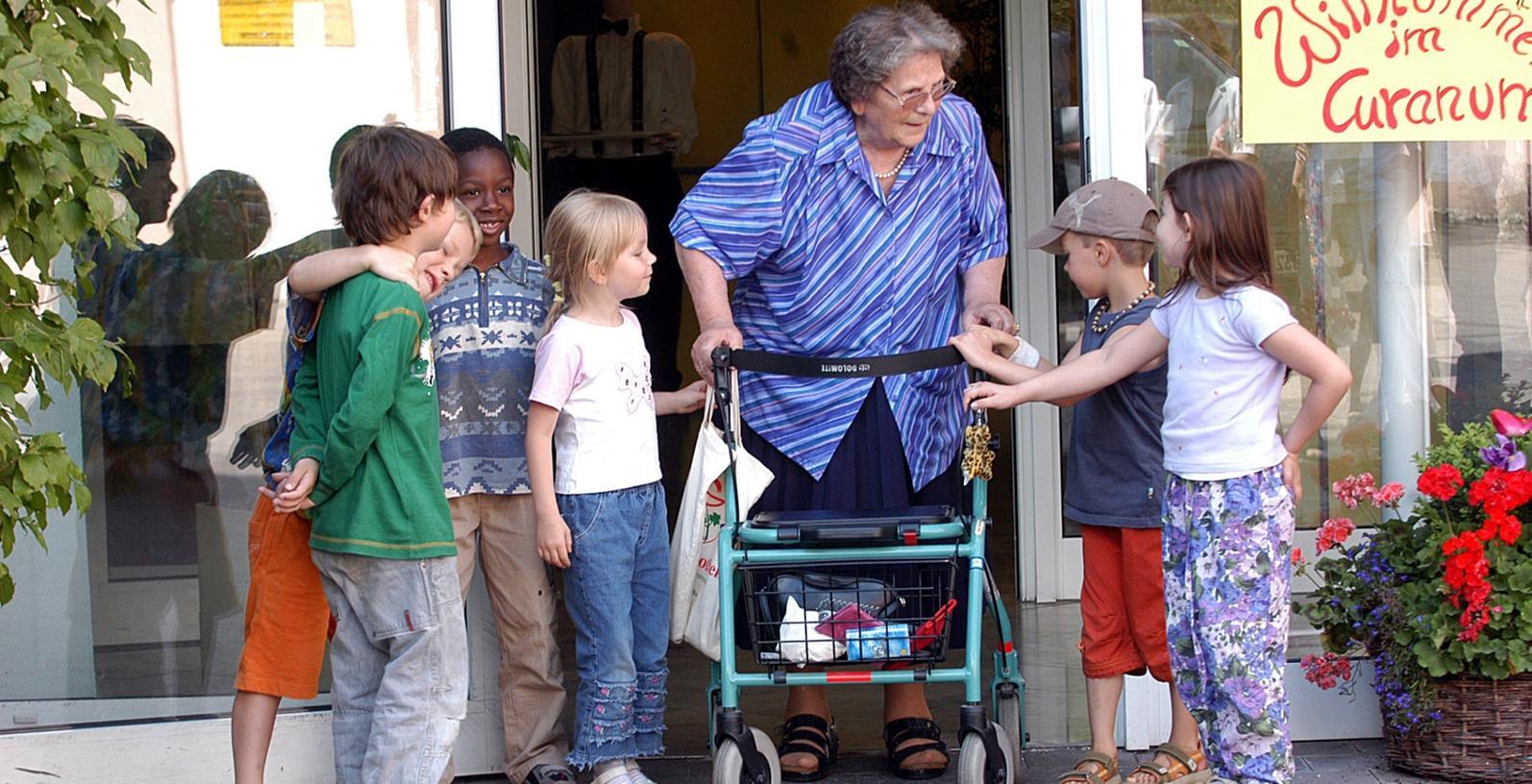 Gute Kontakte pflegt das Merhgenerationenhaus mit dem beanchbarten Seniorenheim Curanum.