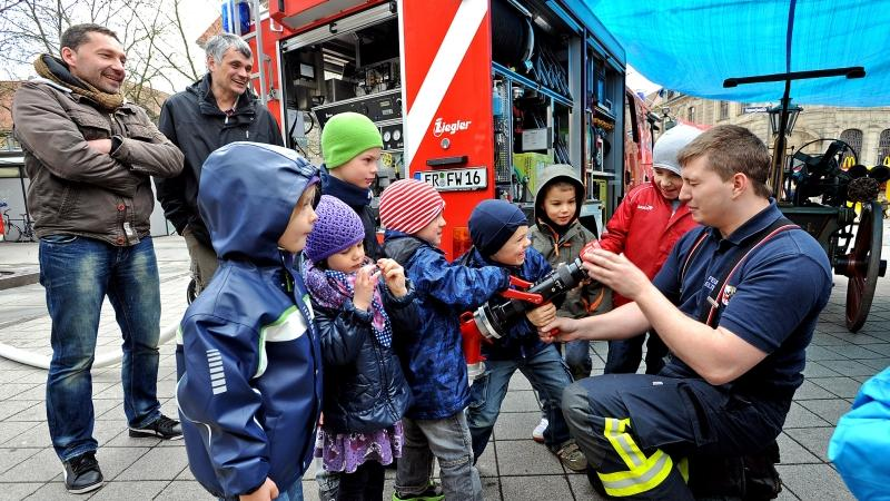 ... von den Vorführungen der Freiwilligen Feuerwehr aus Eltersdorf. Und jeder weiß: Früh übt sich!
