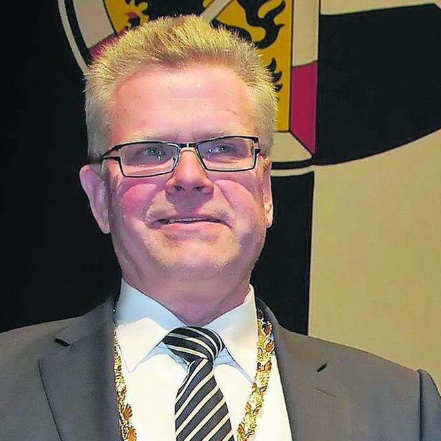 2. Bürgermeister Thomas Ebersberger zeichnete Michael Hohl mit der Bayreuth-Medaille in Gold aus.