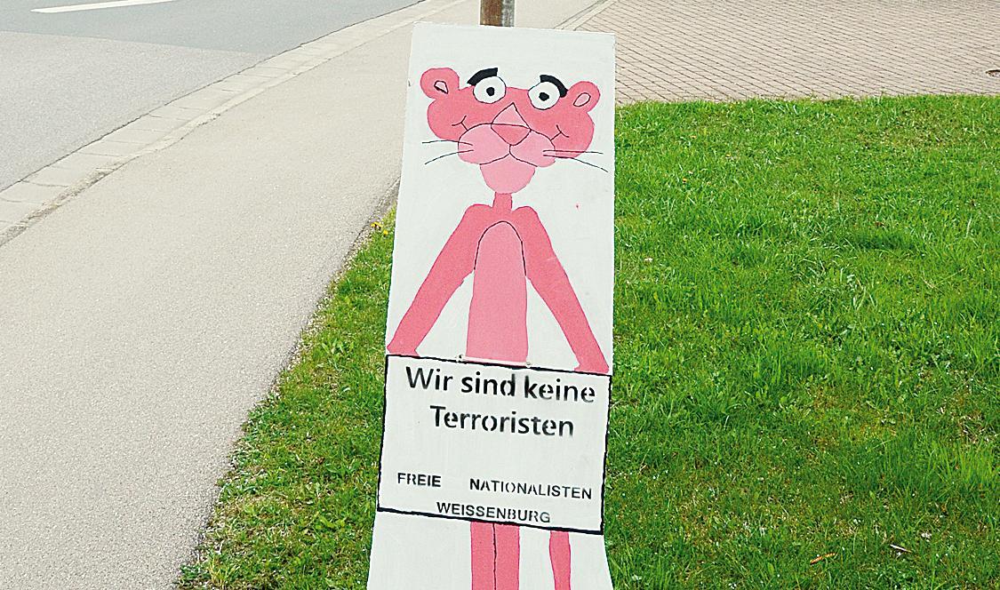 Zynisch: Die Paulchen-Panther-Figur, die gestern mindestens elf Mal im Landkreis aufgestellt wurde.