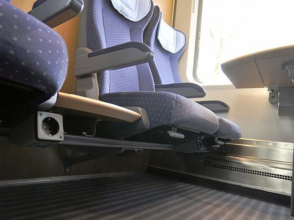 Die neuen Sitze in den 2.-Klasse-Abteilen erinnern an die Bestuhlung der ICE1. Jedoch ist das Sitzpolster durchgängig. Dazu gibt es nun Steckdosen.