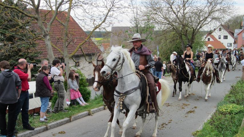 Der Georgi-Ritt in Kammerstein gilt als einer der größten Pferdetage in Franken.