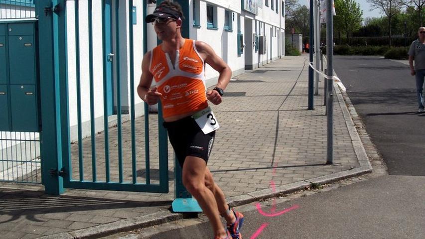 Die Ausrüstung ist für Triathleten wichtig. Zum Beispiel das Fahrrad. Aber auch Platz vier beim Citytriathlon in Amberg, trotz miesen Wetters Spaß bei der Besichtigung der Challenge-Strecke: Michi Hofmann blickt wieder auf eine ereignisreiche Woche zurück. (zum Artikel)