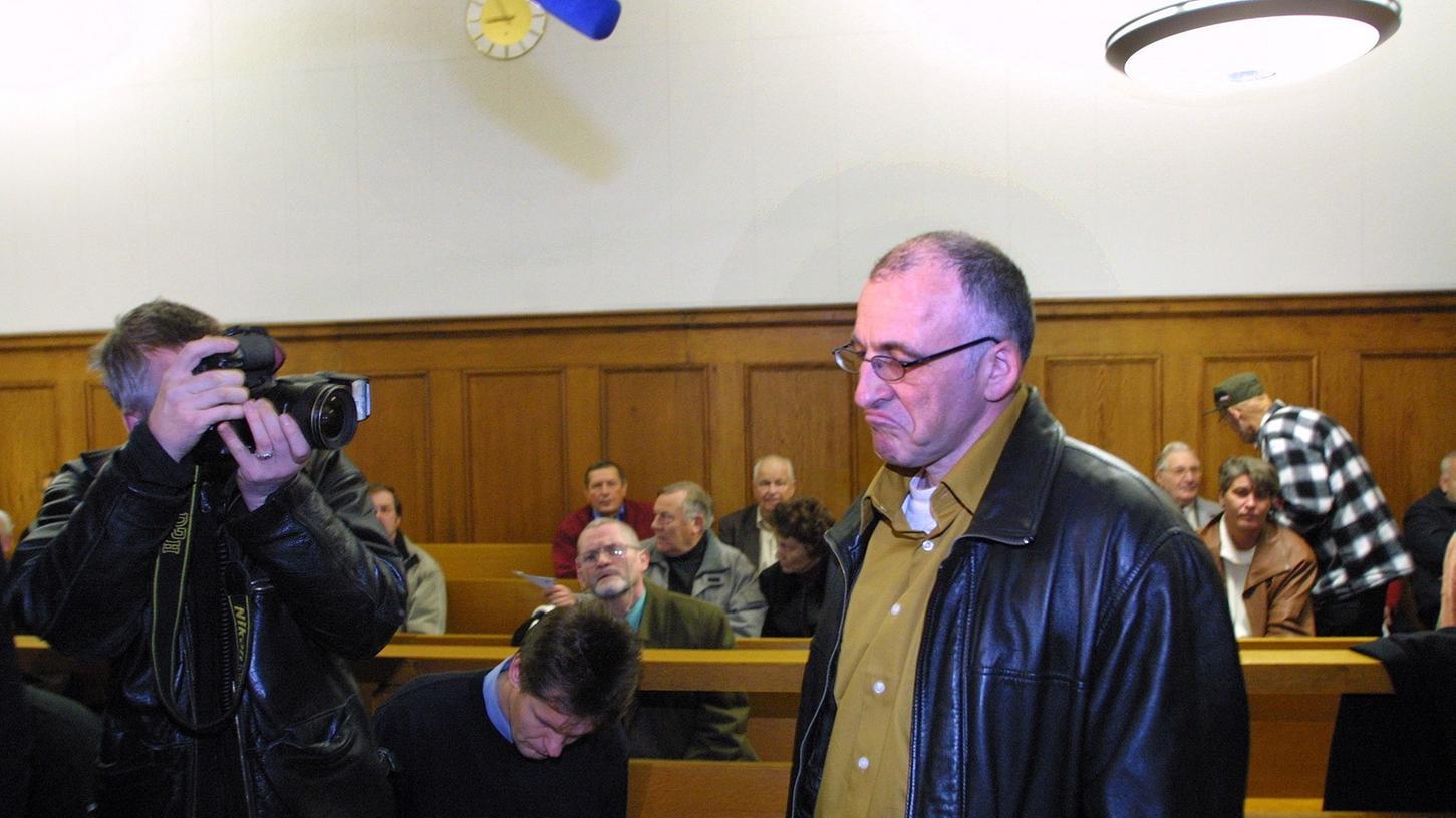 Bereitwillig ließ sich Gerhard Ittner damals im Gerichtssaal fotografieren. Doch kurz vor dem Urteil tauchte er unter.