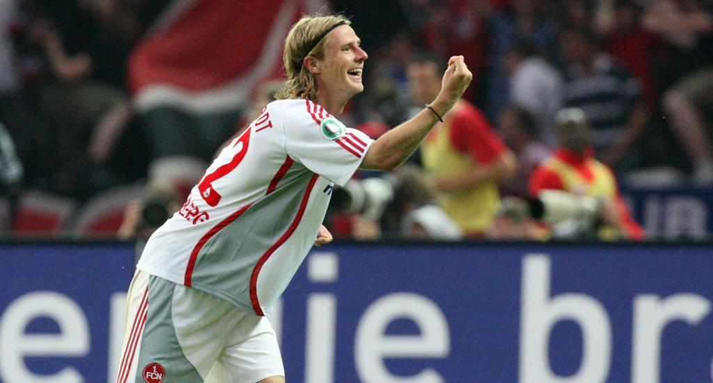 DFB-Pokalfinale: VfB Stuttgart - 1. FC Nürnberg am Samstag (26.05.2007) im Berliner Olympiastadion. Marco Engelhart vom 1. FC Nürnberg jubelt nach dem 2:1 Foto: Peer Grimm dpa/lbn +++(c) dpa - Bildfunk+++