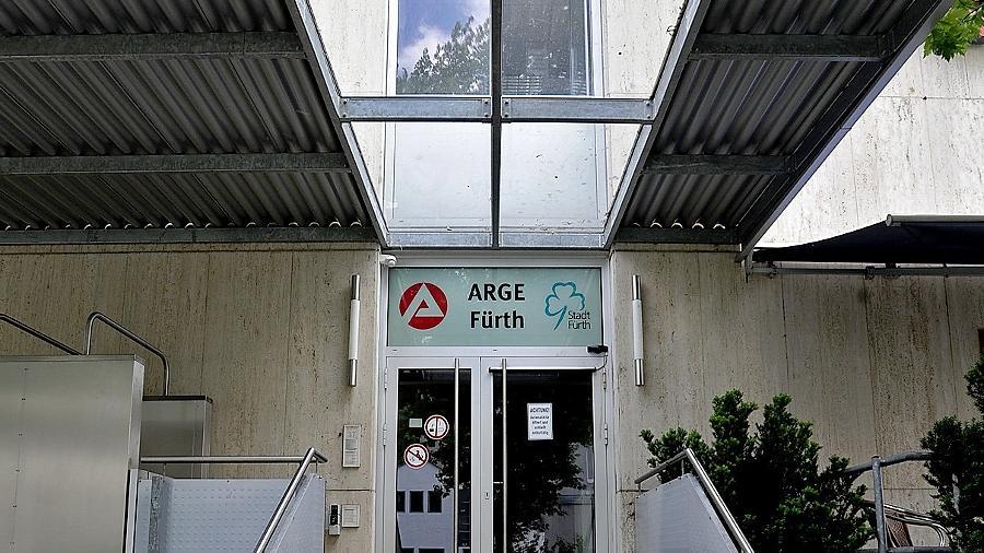 Der Eingang zur Fürther Arge in der Kurgartenstraße, die sich am Projekt Bürgerarbeit beteiligt.