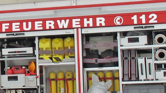 Wehren verhindern Übergreifen der Flammen auf Wohnhäuser