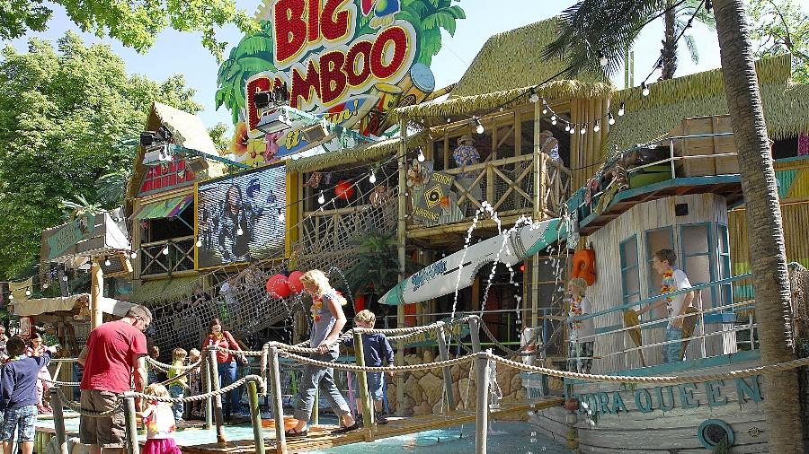 """Zu den beliebtesten Fahrgeschäften auf anderen Kirchweihen gehörte das erst vor einem Jahr in Betrieb genommene """"Big Bamboo"""", das mit karibischem Flair begeistert."""