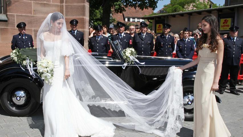 Traumwetter und jede Menge Promis auf Schloss Stein: Charles Graf von Faber-Castell heiratet Melissa Eliyesil.