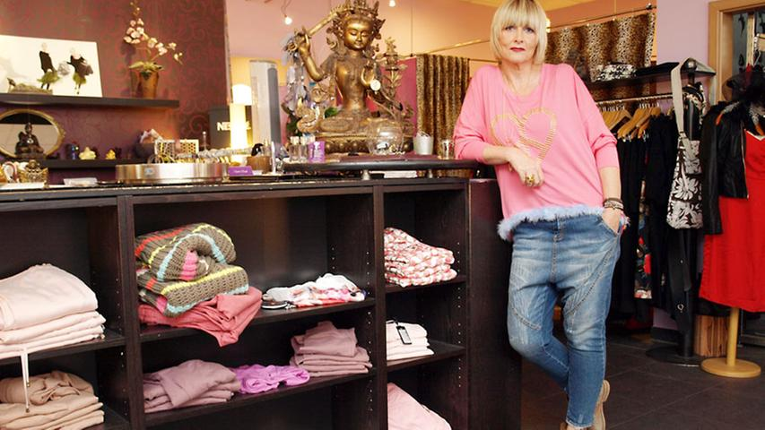 Ladeninhaberin Nantia zeigt uns ein Outfit, das gleich mehreren ihrer Grundsätzen entspricht.
