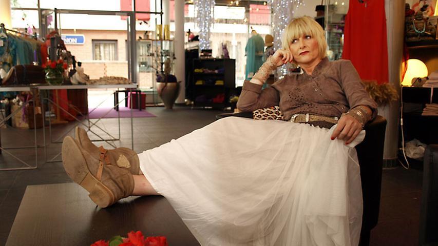 Wie eine Prinzessin kann sich jede Frau in dem weißen Tüll-Rock von St. Martins (120 Euro) fühlen.
