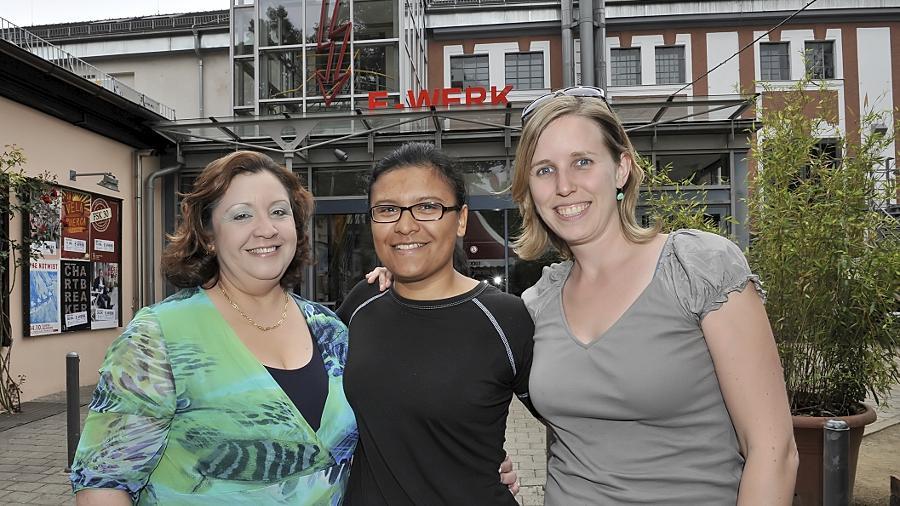 Olivia Guevara (Mitte) aus der Partnerstadt San Carlos macht im E-Werk ein Freiwilliges Soziales Jahr. Betreut wird sie von der Bandena-Chefin Maria Elena Schaer (l.) und Cornelia Hufeisen aus dem Bürgermeisteramt.