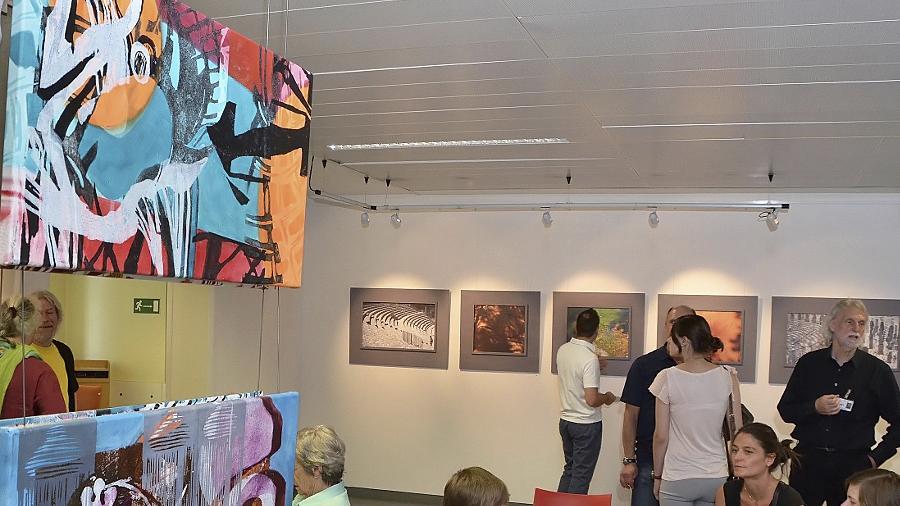 Spannend und abwechslungsreich bietet die Ausstellung einen Blickfang auf den Fluren des Fürther Klinikums.