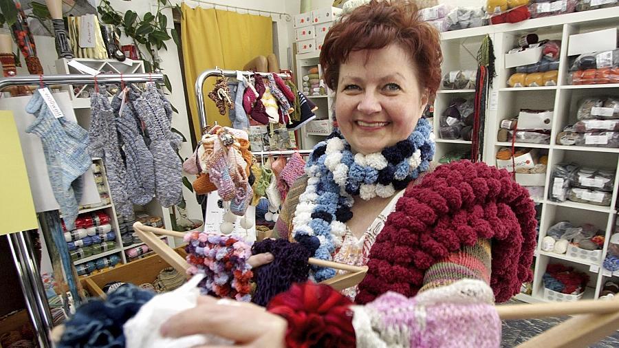 """Über 500 polnische Unternehmer gibt es in Nürnberg, Wollladenbesitzerin Ewa Hey ist eine von ihnen. Sie bereut ihren Weg nicht, auch wenn es anfangs """"sehr, sehr hart"""" war."""