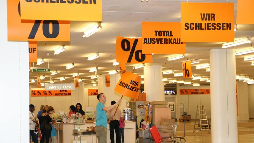 Schnäppchenjagd und Tristesse: Der letzte Tag des Kaufhofs am Aufseßplatz