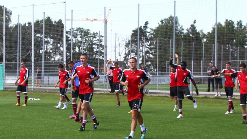 Und er fehlte: Ein Jahr lang schürte Mintal für Hansa Rostock die Fußballschuhe - unter Trainer Wolfgang Wolf, der ihn 2003 nach Nürnberg gelotst hatte. Den Abstieg der