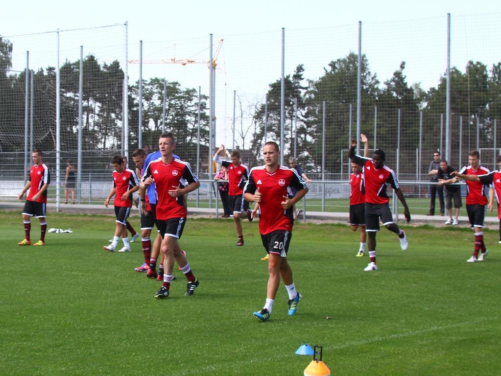 18.06.2012 --- Fussball --- Saison 2012/2013 --- Regionalliga Süd --- Trainingsauftakt 1. FC Nürnberg II --- Foto: Sport-/Pressefoto Wolfgang Zink / JüRa --- ....U 23 Team mit Marek Mintal (11, 1. FC Nürnberg II)