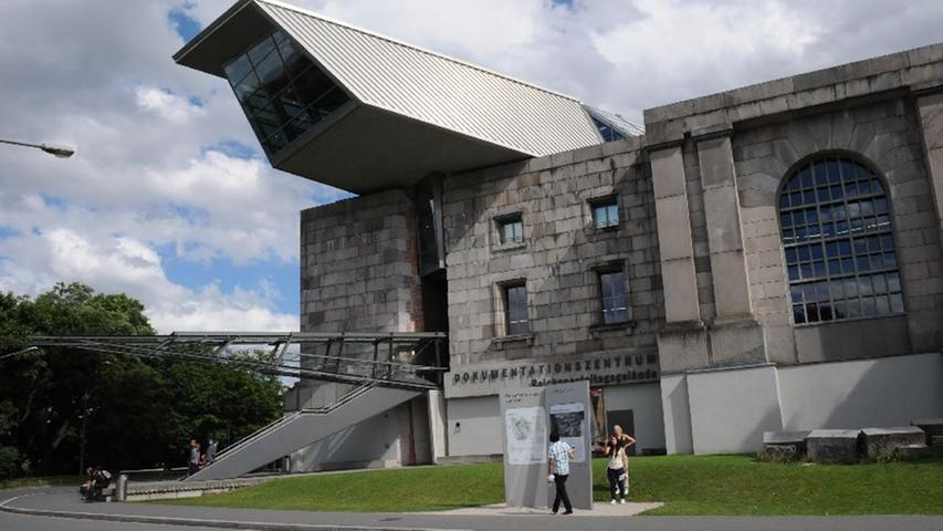 Das Dokumentationszentrum Reichsparteitagsgelände ermöglicht die seltene Gelegenheit zur Spurensuche hinter den sonst verschlossenen Türen der Kongresshalle.