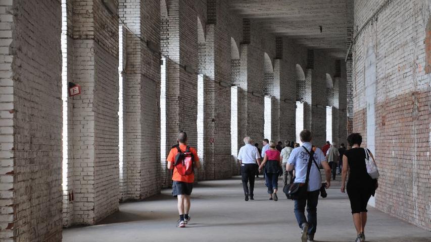 Viele Interessierte nahmen die Möglichkeit wahr, einen Blick in die sonst verschlossenen, imposanten Räumlichkeiten zu werfen.