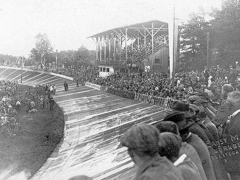 Volles Haus am Reichelsdorfer Keller. Solche Bilder waren in den ersten Jahrzehnten des 20. Jahrhunderts an der Tagesordnung. Die große Holztribüne ist längst abgebaut.