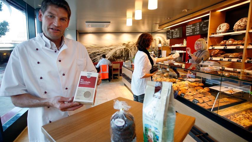 Auf Fair-Trade setzt auch die Bäckerei Imhoff. Neben dem eigenen Laden beliefert die Bäckerei auch eine Reihe von Naturkostläden. Eine Spezialität des Hauses ist der erste bio-fair-regional Lebkuchen in Kooperation mit der Stadt Nürnberg.