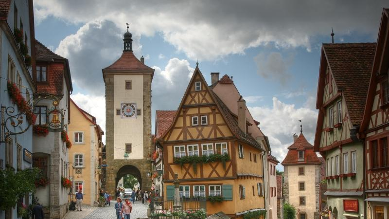 4,5 von 10 möglichen Punkten bekommt Franken 2013. Zum Vergleich: Die Region Bayern Süd erhält 7,2 Punkte. Weitere Interessante Daten zum Glücksatlas finden Sie hier. Die 100 Orte, die man in Franken gesehen haben muss, finden Sie hier.