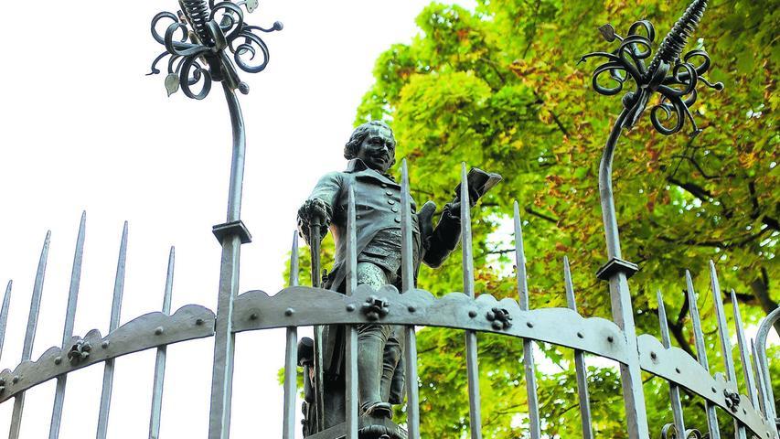 Der Mundartdichter Johann Conrad Grübel hat auf einem Brunnen seinen Platz gefunden – entworfen von Wanderer.