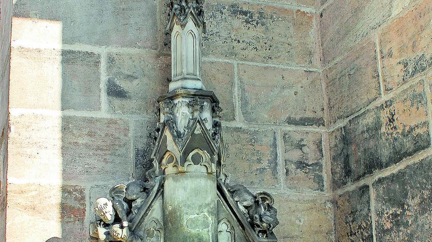 Das Teufelsbrünnlein an der Lorenzkirche wurde 1888 nach einem Entwurf Wanderers aufgestellt.