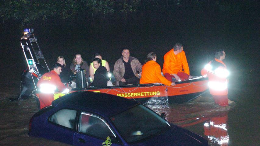 Boote auf der Autobahn: Das Hochwasser 2007 bei Baiersdorf