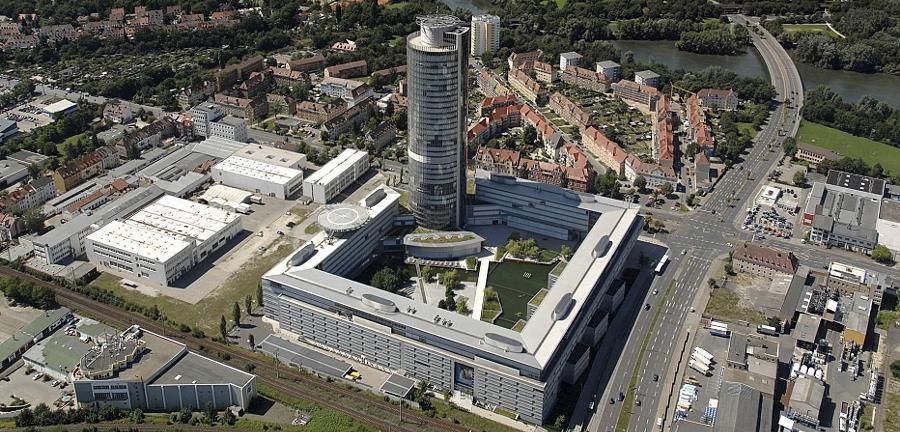 Viele Unternehmen in der Noris — im Bild der Business Tower der Nürnberger Versicherung — wollen mehr Frauen in Führungspositionen bringen. Derzeit sind die Chefsessel jedoch noch überwiegend von Männern besetzt.