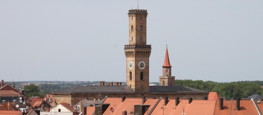 Insgesamt hat die Fürther Polizei im Jahr 2014 6309 Straftaten erfasst. Das entspricht 5266 Fällen pro 100.000 Einwohnern. Damit ist Fürth die sicherste Großstadt Bayerns.