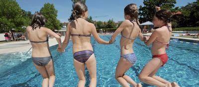 Heißen wir doch schon mal den Sommer herzlich willkommen. Ob Badespaß für die ganze Familie oder Wellness in freier Natur: Hier finden Sie die Freibäder im Landkreis, deren Eintrittspreise und Öffnungszeiten.