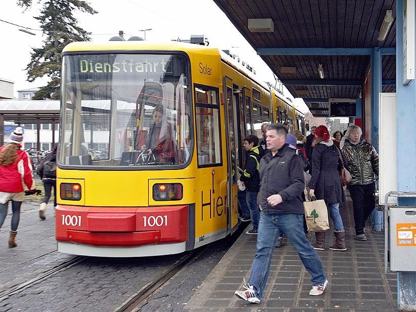 Noch endet die Nürnberger Straßenbahn Richtung Erlangen in Nürnberg-Thon, bald aber schon im Knoblauchsland. Der Weiterbau zum Universitäts-Südgelände wäre der Anstoß für den Bau der Stadt-Umland-Bahn in Erlangen.