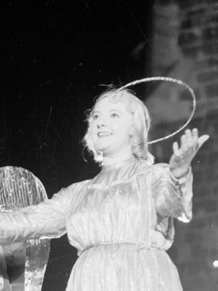 Sophie Keeser, die Schauspielerin am Nürnberger Theater war Christkind von 1948 bis 1960. Sie starb 1999.