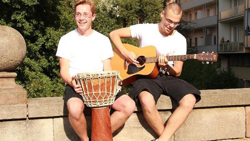 Jens (links, 18) und Daniel (18) haben eine Band namens