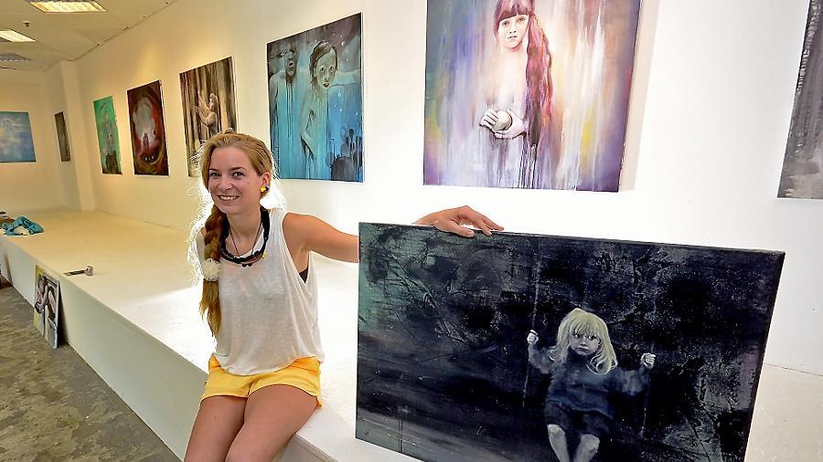 """""""Ich produziere Zufälle und male daran weiter"""", sagt Anne Kammermeier."""