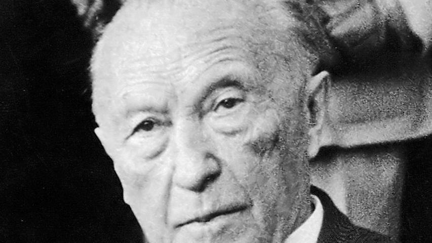 Mit 73 Jahren wurde Konrad Adenauer (CDU) 1949 erster Bundeskanzler der jungen Bundesrepublik. Seine eigene Stimme gab damals den Ausschlag für die hauchdünne Mehrheit für eine Koalition aus CDU/CSU, FDP und der längst verschwundenen Deutschen Partei.  Adenauer war einer der Gründerväter der