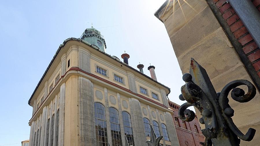 Am verwaisten Sudhaus samt Mälzerei an der Schwabacher Straße nagt nicht nur der Zahn der Zeit. Auch Einbrecher wollten sich hier bereits bedienen.