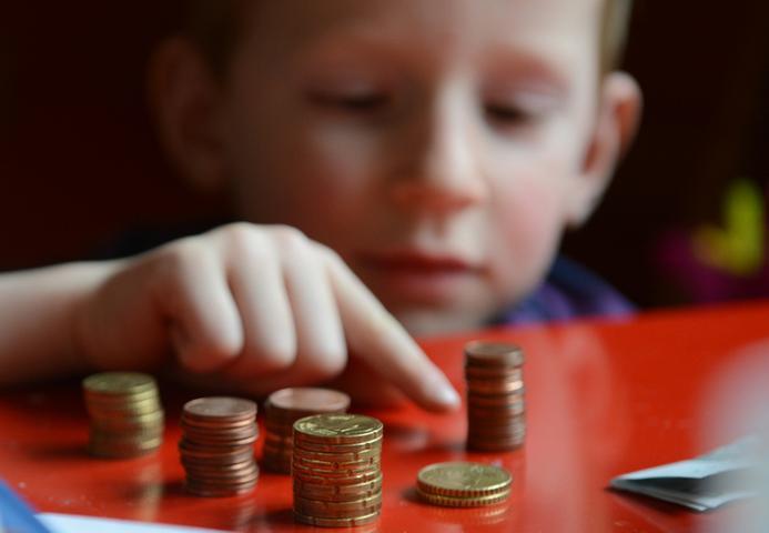 Können die Franken gut mit ihrem Einkommen leben? Der Bruttostundenlohn lag 2012 mit 23,77 Euro über dem Bundesdurchschnitt (22,00). 2013 war der Durchschnittslohn mit 22,09 Euro niedriger (19,93 Euro) - doch obwohl das Durchschnittseinkommen gesunken ist, waren die Franken 2013 zufriedener und landeten auf Platz 8. 2012 war es noch Platz 12 im deutschen Vergleich.