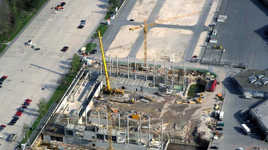 Dieses Bild enststand im April 2000: Es zeigt den Neubau der Messehalle 7a.