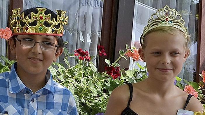 Gekrönte Häupter: Serhat und Vanessa waren die fleißigsten Leser im Zirndorfer Nordstadt-Treff.