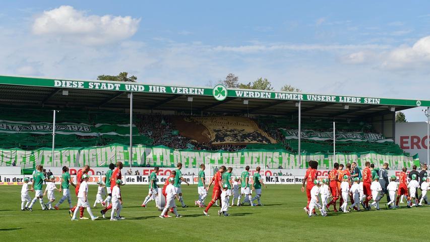 Am 25. August 2012 war es soweit: Der Ronhof erlebte das erste Bundesligaspiel seiner Geschichte. Zu Gast war niemand Geringeres als der FC Bayern. Die Fans zelebrierten den historischen Tag, an der 0:3-Niederlage ihres Teams konnten sie indes nicht verhindern.