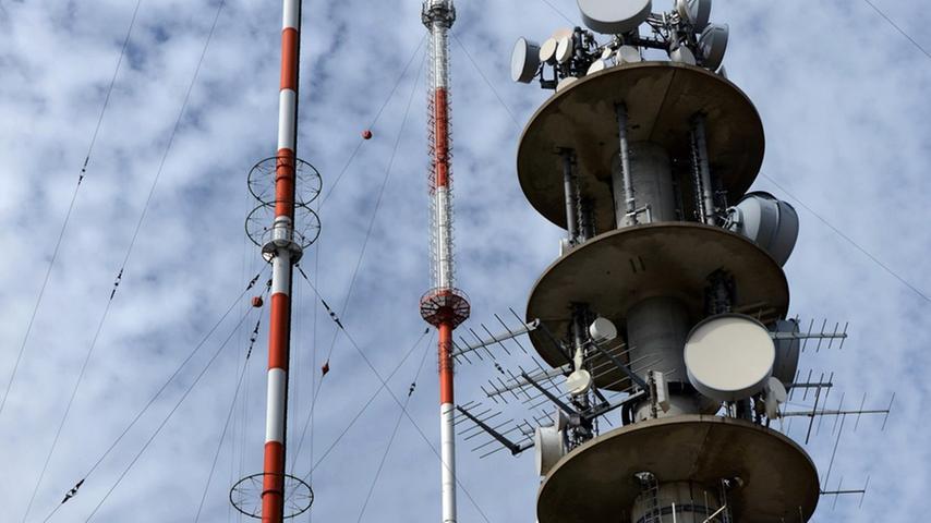 Gut vertäut stehen die Antennen an einem der schönsten Plätze des Landkreises.