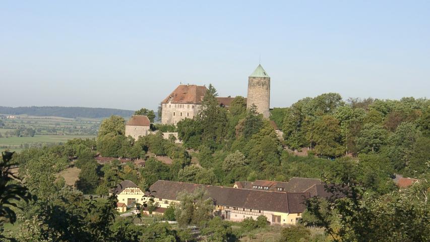 Der Wanderweg Europäische Wasserscheide in Franken folgt auf über 97 Kilometern dem Höhenzug des Naturparks Frankenhöhe. Er gehört zur Europäischen Wasserscheide, die bestimmt, in welche Richtung das Wasser jeder noch so kleinen Quelle fließt.Alle Infos zur Strecke und einzelnen Etappen gibt es hier.