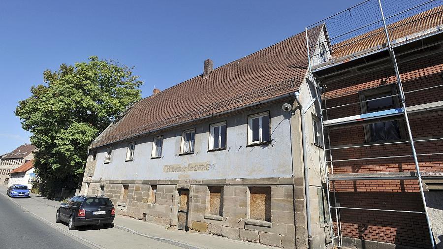 Hier hat Max Grundig während des Zweiten Weltkriegs unter anderem Rüstungsgüter produziert. Jetzt entstehen in den unter Denkmalschutz stehenden Gebäuden Eigentumswohnungen.
