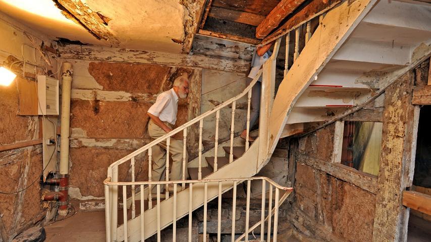 Die Treppen eines dreigeschossigen Traufseithaus aus dem 18. Jahrhundert konnten die Besucher in der Hornschuchalle in Forchheim hinaufsteigen.