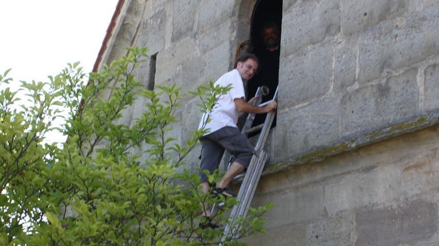 Um in den Dachstuhl des historischen Gebäudes in Hannberg zu gelangen, musste man einen etwas ungewöhnlichen Aufstieg hinter sich bringen.