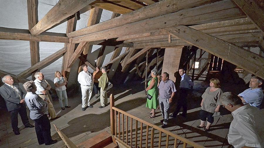 """Den massiven Dachstuhl des ehemaligen Gasthauses """"Gelber Löwe"""" konnte man in Großhabersdorf bestaunen."""