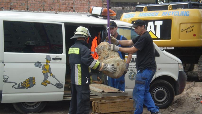 Mitte September 2012 wurde auf einem Baugrundstück an der Bayreuther Straße eine britische 125-Kilo-Bombe freigelegt. Experten brauchten etwa eine halbe Stunde, den detonationsempfindlichen Blindgänger zu entschärfen.