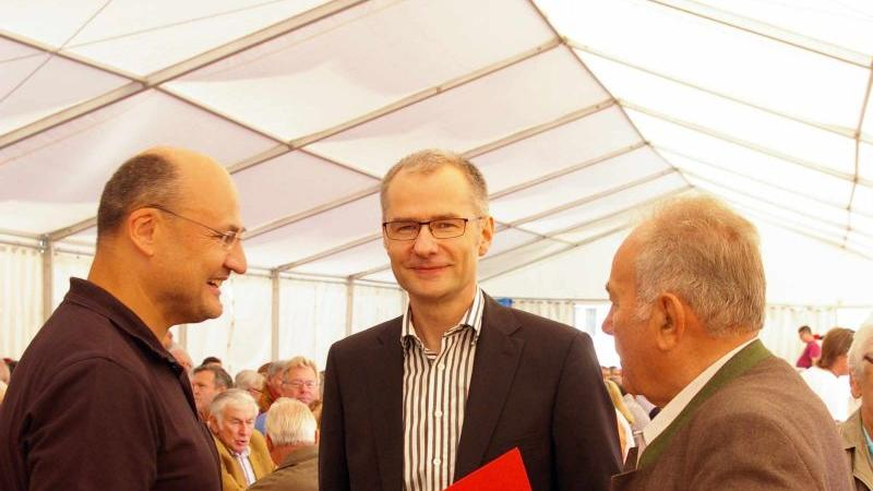 Planer Ulf-Henning Palmer mit den Vorstandsmitgliedern Martin Fickel (links) und Wilhelm Winter (rechts).